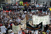 Thousands join CND march from Hyde Park to Trafalgar Sqaure against war with Afghanistan. - Jess Hurd - 13-10-2001