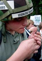 Smoking a spliff, Legalise Cannabis demonstration, Hyde Park - Jess Hurd - 2000s,2001,a,activist,activists,CAMPAIGN,campaigner,campaigners,CAMPAIGNING,CAMPAIGNS,Cannabis,CIGARETTE,cigarettes,CLJ crime law and justice,DEMONSTRATING,demonstration,DEMONSTRATIONS,drug,drugs,gett