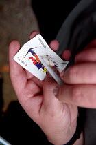Rolling a spliff, Legalise Cannabis demonstration, Hyde Park - Jess Hurd - 2000s,2001,a,activist,activists,CAMPAIGN,campaigner,campaigners,CAMPAIGNING,CAMPAIGNS,Cannabis,CIGARETTE,cigarettes,CLJ crime law and justice,DEMONSTRATING,demonstration,DEMONSTRATIONS,drug,drugs,gett
