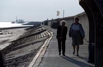 Pensioners walk along the breaker Canvey Island - Jess Hurd - 2000s,2001,adult,adults,age,ageing population,COAST,coastal,coasts,elderly,female,LFL Lifestyle & Leisure,MATURE,OAP,OAPS,OCEAN,old,older,pensioner,Pensioners,people,person,persons,sea,seaside,seaside