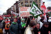 TUC delegation joins ETUC Euromanif demonstration for workers rights, Brussels. EU Summit Laeken - Jess Hurd - 13-12-2001