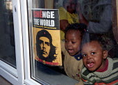 Family with Che Guevara poster watch D14 Demonstration for a different Europe and a different world Brussels. EU Summit Laeken. - Jess Hurd - 14-12-2001