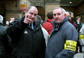 Bob Crow (left) joins RMT strikers on York Railway Station picket line. Dispute over low pay involving Arriva Northern train conductors. - Jess Hurd - ,2000s,2002,ACTIVIST,ACTIVISTS,CAMPAIGN,campaigner,campaigners,CAMPAIGNING,CAMPAIGNS,dispute,DISPUTES,INDUSTRIAL DISPUTE,member,member members,members,network,official,ORGANISE,organiser,organisers,OR