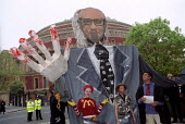 Huge Henry Kissinger puppet portrays him as a war criminal with blood on his hands. Protest at Institute of Directors meeting, London. - Jess Hurd - 24-04-2002