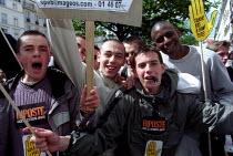 Anti National Front demonstration through Paris after the shock result for Jean-Marie Le Pen in the Presidential Election. - Jess Hurd - 2000s,2002,activist,activists,BAME,BAMEs,bigotry,black,BME,bmes,CAMPAIGN,campaigner,campaigners,CAMPAIGNING,CAMPAIGNS,cultural,DEMONSTRATING,demonstration,DEMONSTRATIONS,DISCRIMINATION,diversity,equal