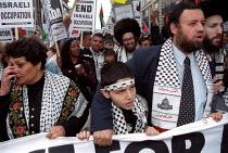 Torah Jews support Palestinian demonstration against Israeli occupation, London. - Jess Hurd - 18-05-2002