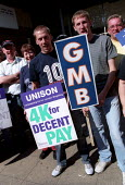 National strike action by members of the TGWU, GMB and UNISON trade unions. Council dispute over low pay. Hackney Town Hall, London. - Jess Hurd - 17-07-2002