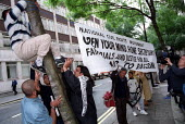 Families of the Asian youth arrested for the Bradford riots demonstrate outside the Home Office against harsh sentencing and David Blunkett's recent remarks. Organised by the Fair Justice Campaign Bra... - Jess Hurd - 17-09-2002