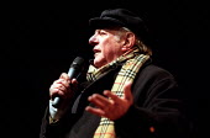 Italian playwright Dario Fo opens European Social Forum, Florence, Italy. - Jess Hurd - 06-11-2002