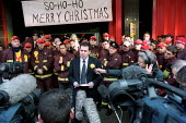 Andy Gilchrist FBU Gen Sec addresses the press at Soho Fire Station picket line. Pay dispute, London. - Jess Hurd - 25-11-2002