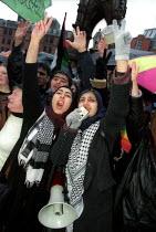 Anti war protest, Albert Square, Manchester. - Jess Hurd - 2000s,2003,activist,activists,asian,BAME,BAMEs,Black,BME,bmes,CAMPAIGN,campaigner,campaigners,CAMPAIGNING,CAMPAIGNS,DEMONSTRATING,DEMONSTRATION,DEMONSTRATIONS,diversity,ethnic,ethnicity,FEMALE,Iraq,IS