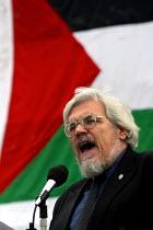 Paul Mackney NATFHE addresses Palestinian rally, Trafalgar Square. London. - Jess Hurd - 17-05-2003