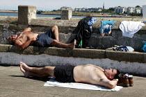 Men sunbathe, Black Rock beach, nr Dublin. - Jess Hurd - 10-08-2003