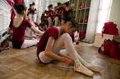 Ballet lesson. Childrens Palace China Institute. A private school dedicated to the Arts and Science. Shanghai, China. - Jess Hurd - 20-10-2003