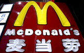 McDonald's restaurant sign. Fast food outlet, Shanghai, China. - Jess Hurd - 20-10-2003