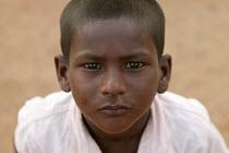 Young boy begs for food. Mumbai, India. - Jess Hurd - 23-01-2004