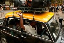 Taxi, Mumbai, India. - Jess Hurd - 20-01-2004