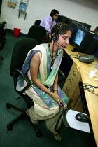 Employee waits for a call. Transworks Call Centre, Mumbai India. - Jess Hurd - 20-01-2004