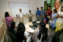 Team briefing Prudential Call Centre, Mumbai India. - Jess Hurd - 19-01-2004