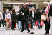Stationary street performer plays a flustered city buisness man on his way to the office. Covent Garden. London. - Jess Hurd - 15-04-2004