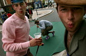 Drunk lads play the Shoreditch Urban Golf Open Tournament, East London. - Jess Hurd - 29-05-2004