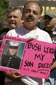 Vigil for the Fallen, soldiers who were killed whilst serving in in Iraq, on the day George Bush is due to be nominated at the Republican National Convention. Organised by Iraq Veterans Against The Wa... - Jess Hurd - 02-09-2004