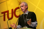Kevin Curran GMB with a Justice for Colombia tshirt speaks at the TUC. - Jess Hurd - 15-09-2004