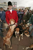Countryside Alliance pro hunting rally with hound dogs. Labour Party Conference, Brighton. - Jess Hurd - 2000s,2004,animal,animals,canine,Conference,conferences,country,Countryside,demonstration protest,dog,dogs,fox,FOXES,hunt,hunting,huntsman,huntsmen,outdoors,outside,Party,PROTEST,protests,rallies,rall