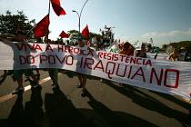 World Social Forum, Porto Alegre Brazil. Viva the Heroric Iraqi Resistance banner on a Free Palestine demonstration through the forum. - Jess Hurd - 28-01-2005