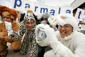 World Social Forum, Porto Alegre, Brazil. Small farmers, members of the Brazilian Dairy Union demonstrate outside a closed Parmalat milk factory. Animals represent characters from Parmalate advertisin... - Jess Hurd - 28-01-2005