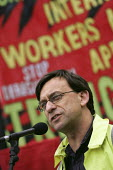 Simon Hester Prospect addresses construction workers at an International Workers Memorial Day rally. GLA London. - Jess Hurd - 28-04-2005