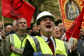 Construction workers march through London to remember those who have died at work. International Workers Memorial Day. - Jess Hurd - 2000s,2005,accident,accidental,accidents,activist,activists,and,building,BUILDINGS,CAMPAIGN,campaigner,campaigners,CAMPAIGNING,CAMPAIGNS,Construction Industry,corporate,DEMONSTRATING,demonstration,DEM