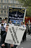 RMT transport union demonstration arrives in London in a campaign against the privatisation of our railways. London - Jess Hurd - 2000s,2005,activist,activists,against,banner,banners,campaign,campaigner,campaigners,campaigning,CAMPAIGNS,DEMONSTRATING,demonstration,DEMONSTRATIONS,Express,Heathrow,London,member,member members,memb
