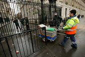 Onyx street cleaner arrives to sweep Downing Street. Westminster, London. - Jess Hurd - 13-04-2005