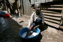 Huruma slum. Nairobi, Kenya. - Jess Hurd - 04-05-2005