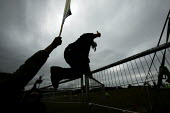 Protesters breach the perimeter fence of the G8 Summit meeting in Gleneagles. Scotland. - Jess Hurd - 06-07-2005