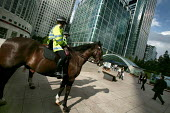 Mounted police at Canary Wharf. Horses are deployed under conditions of heightened security to deter bombers from entering the tube station. Docklands, East London. - Jess Hurd - 2000s,2005,adult,adults,American,americans,animal,animals,bank,banking,banks,Canary Wharf,capitalism,capitalist,Citi,Citibank,cities,Citigroup,city,CLJ law and justice,commute,commuter,commuters,COMMU