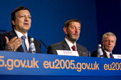 Jose Manuel Barroso, President of The European Commission, David Blunkett MP and John Monks ETUC at an Informal Tripartite Social Summit. The Summit is part of the UK's Presidency preparations for the... - Jess Hurd - 24-10-2005