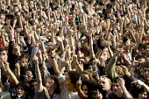 Thousands give the finger to the BNP. Love music Hate Racism concert in Trafalgar Square. London. - Jess Hurd - 2000s,2006,ACE arts culture & entertainment,activist,activists,Anti Fascist,Anti Racism,BAME,BAMEs,bigotry,Black,BME,BME Black Minority Ethnic,bmes,CAMPAIGN,campaigner,campaigners,CAMPAIGNING,CAMPAIGN