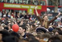 Anti BNP Love music Hate Racism concert in Trafalgar Square. London. - Jess Hurd - 2000s,2006,ACE arts culture & entertainment,activist,activists,Anti Fascist,Anti Racism,BAME,BAMEs,bigotry,Black,BME,BME Black Minority Ethnic,bmes,BNP,British National Party,CAMPAIGN,campaigner,campa