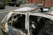 Burnt out and vandalised car on a Bermondsey housing estate. London. - Jess Hurd - 11-06-2006