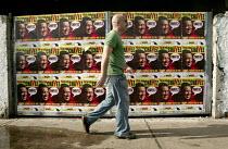 Hugo Chavez posters in Altamira, part of the Presidential campaign. Caracas, Bolivarian Republic of Venezuela. - Jess Hurd - 2000s,2006,americas,Bolivarian,chavista,chavistas,DEMOCRACY,election,elections,Latin America,left,left wing,leftwing,movement,pol politics,poster,POSTERS,poters,reform,REFORMING,reformist,reforms,revo