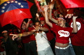Hugo Chavez supporters celebrate in the streets surrounding Miraflores Palace after a victorious Presidential election campaign. Caracas, Bolivarian Republic of Venezuela. - Jess Hurd - 04-12-2006