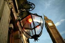 Big Benn and Parliament with adjacent Saint Stephens Tavern. Westminster, London. - Jess Hurd - 17-01-2007