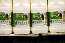 Tesco milk on sale. Tesco Metro, Bishopsgate, London. - Jess Hurd - 17-04-2007