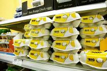 Tesco Finest eggs and the cheaper alternative. Tesco Metro, Bishopsgate, London. - Jess Hurd - 17-04-2007