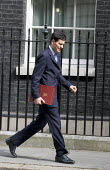 David Miliband MP leave No. 10 after a cabinet meeting where Tony Blair resigned. Downing Street. London. - Jess Hurd - 2000s,2007,Labour Party,leave,meeting,MEETINGS,POL Politics,resign,resigns,ten