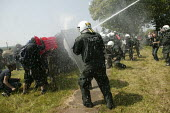 Demonstrators get water cannoned by the police. G8 summit protests in Heiligendamm, Rostock, Germany. - Jess Hurd - 07-06-2007