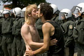 Protesters kiss in front of G8 summit in Heiligendamm, Rostock, Germany. - Jess Hurd - 07-06-2007