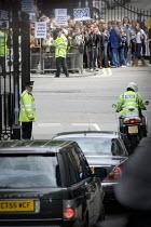 Tony Blair leaving Downing Street, vehicle convoy passes anti war demonstrators as he resigns as Prime Minister, London - Jess Hurd - 27-06-2007